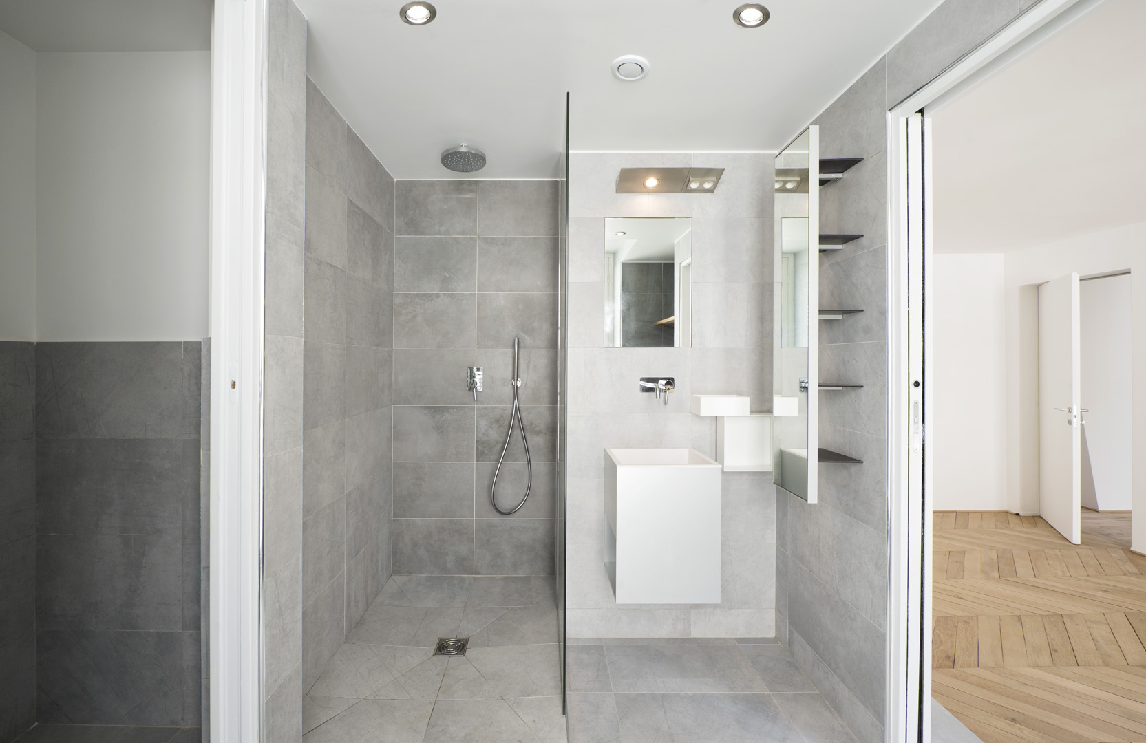 Grand appartement : salle de bain parentale