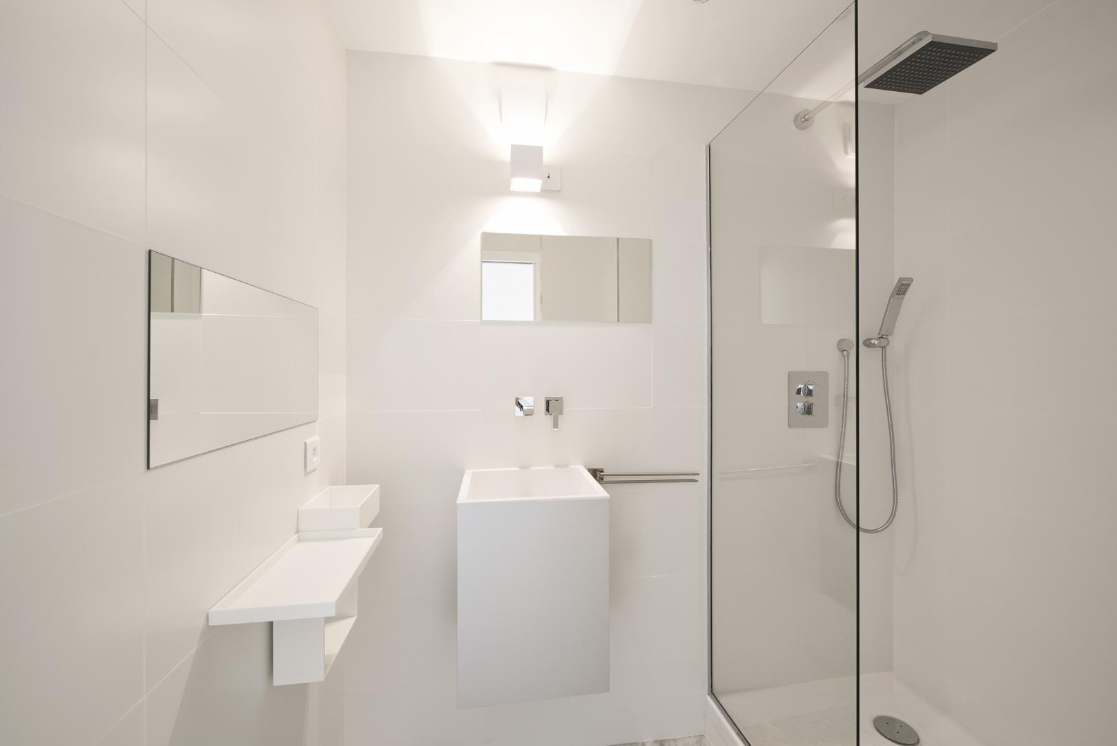 Petit appartement : salle de bain parentale