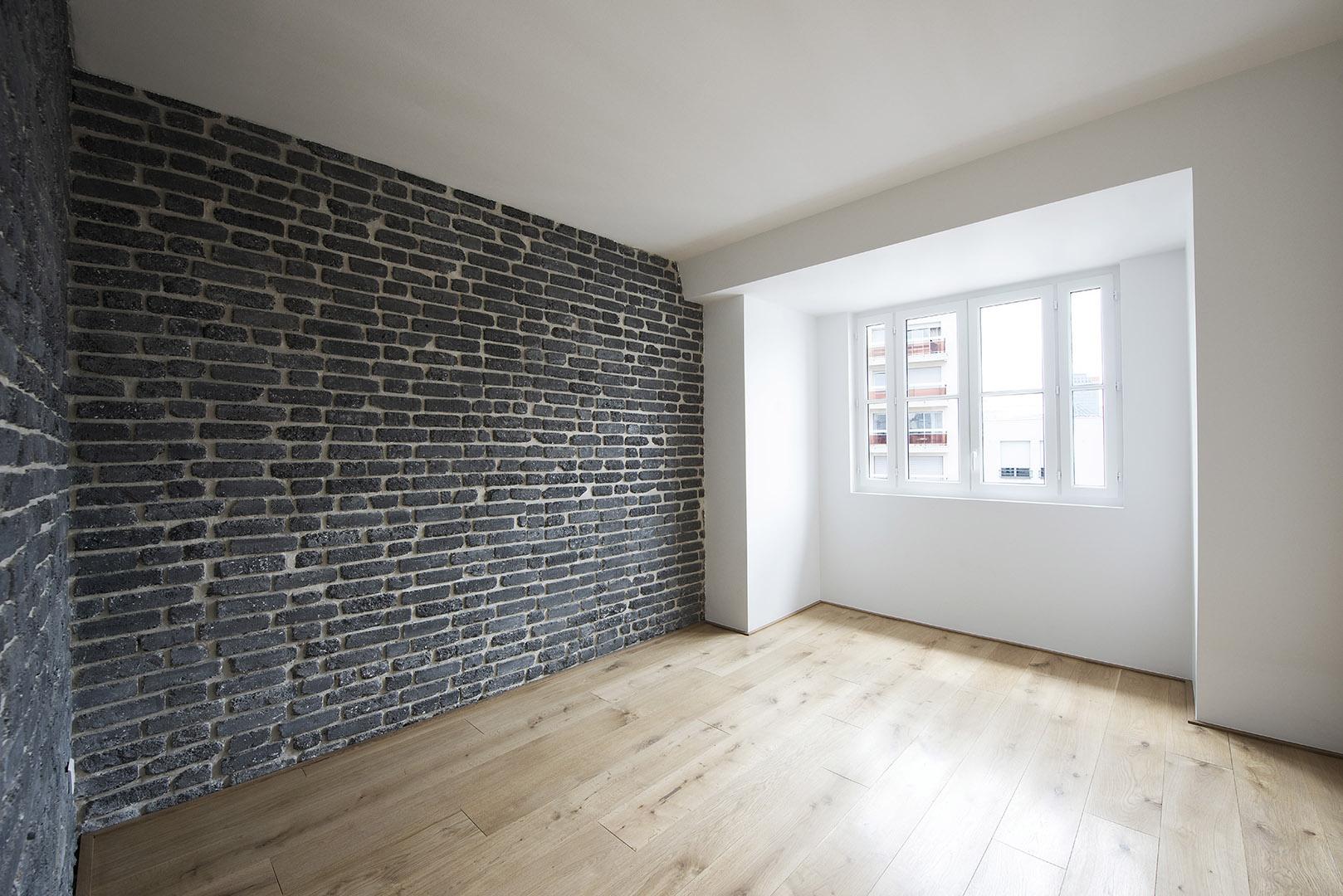 Chambre mur de briques